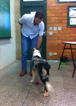 professor-leva-cachorros-para-universidade-1472058667708_300x420